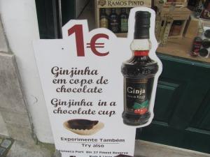 ginginha avec verre de chocolat